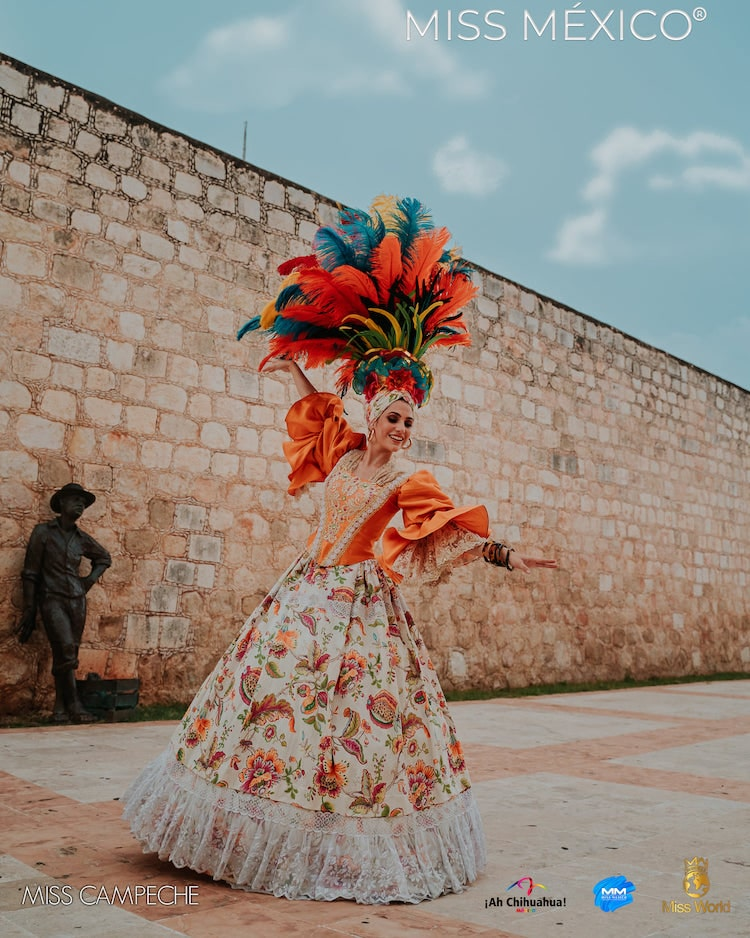 Tenue mexicaine d'inspiration traditionnelle